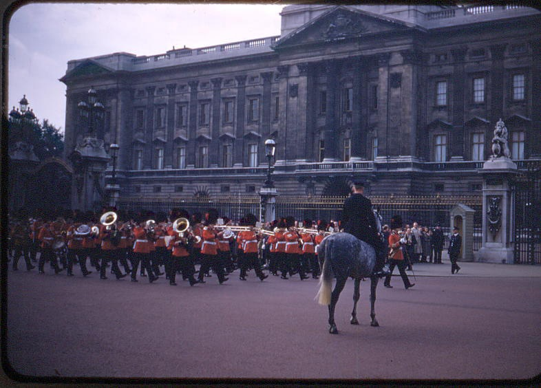 changing of the guard at Buckingham Palace, 23 September 1952